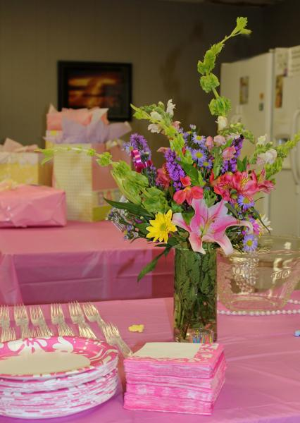[Image: Add extra color to your baby shower with a bouquet of beautiful flowers! Boy or girl, celebrate with flowers!]
